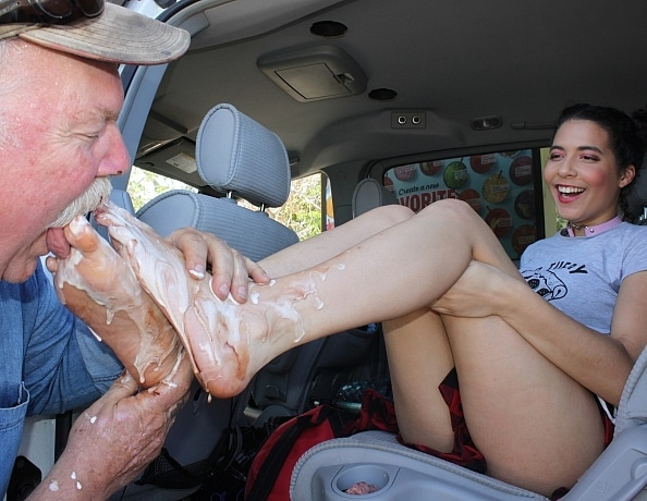 content/aaliyahs-drive-in-foot-sundae/4.jpg