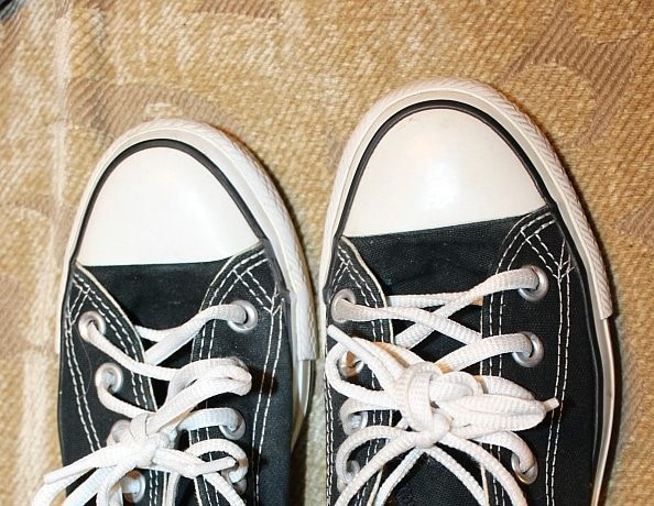 content/annes-stinky-black-and-white-converse/3.jpg