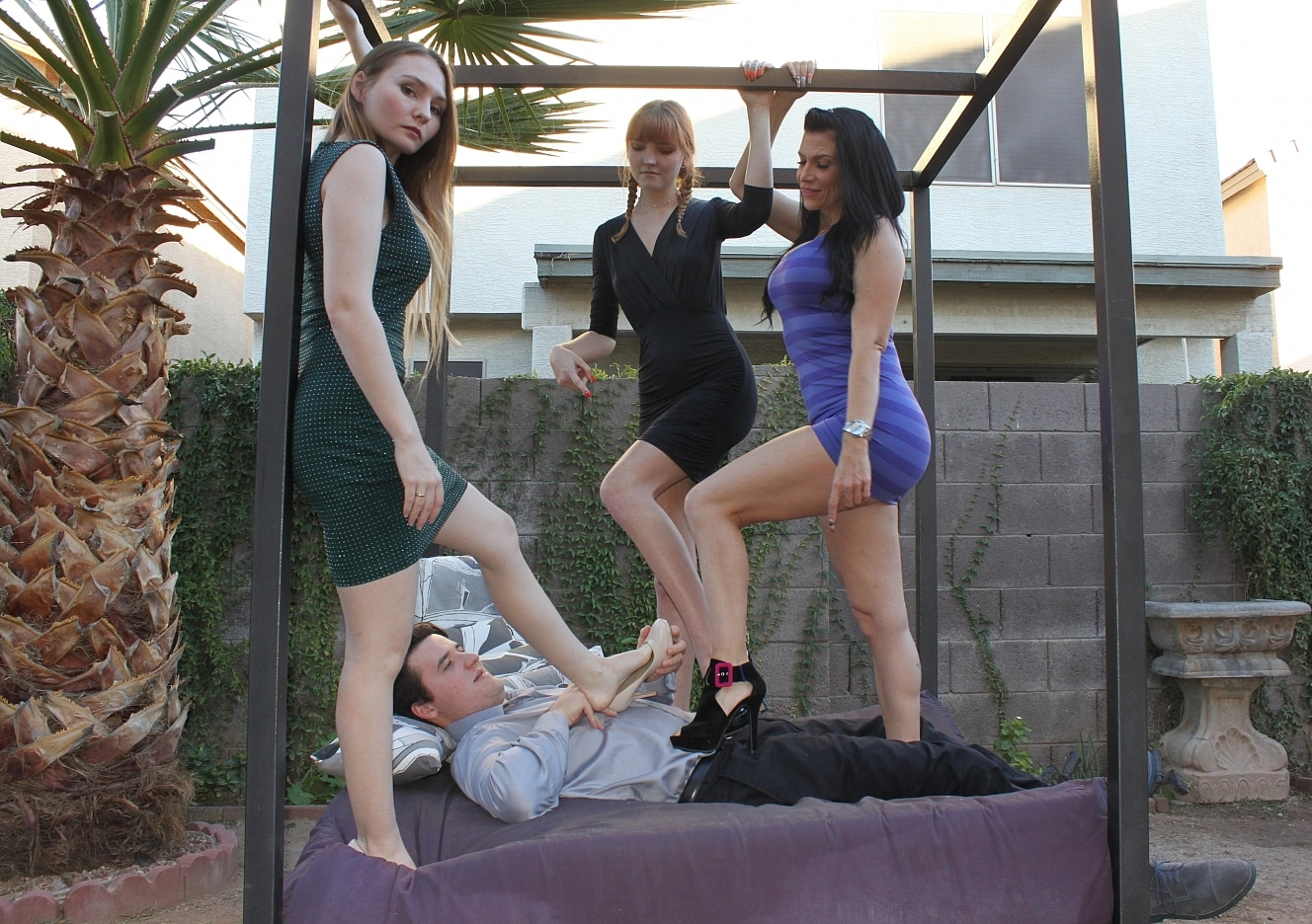 content/foot-babes-valentine-trample/0.jpg