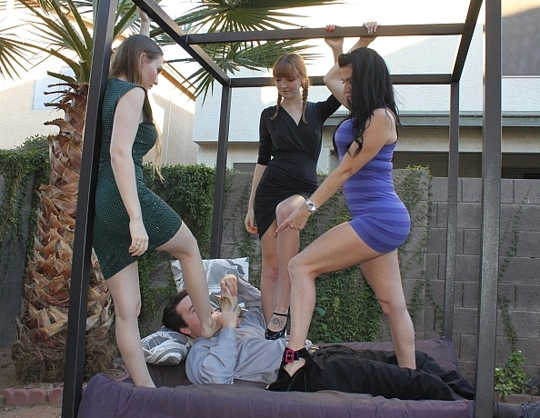 content/foot-babes-valentine-trample/3.jpg
