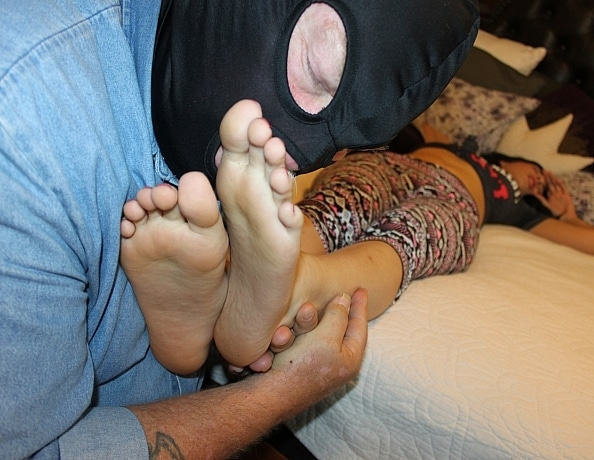 content/foot-worship-unaware/2.jpg