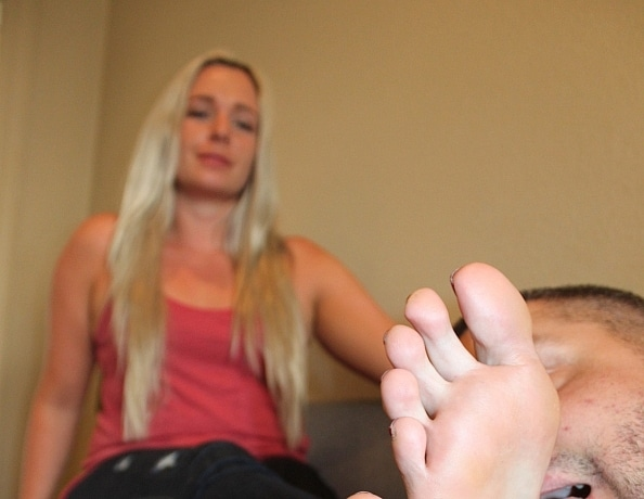content/gems-foot-licking-massage-3/3.jpg