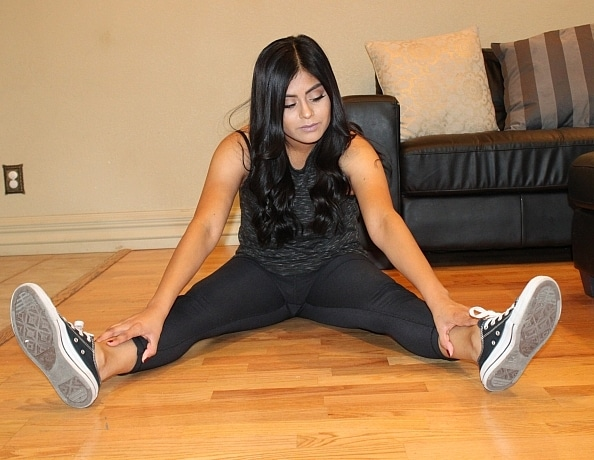 content/latina-feet-in-chucks/1.jpg