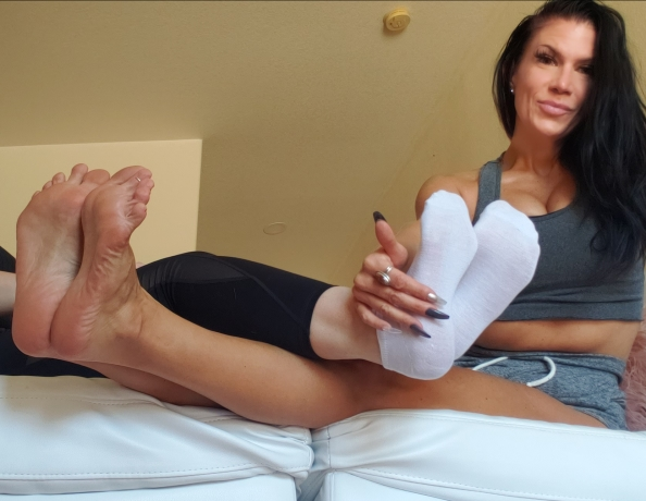 content/legs-and-ticklish-soles-pov/1.jpg