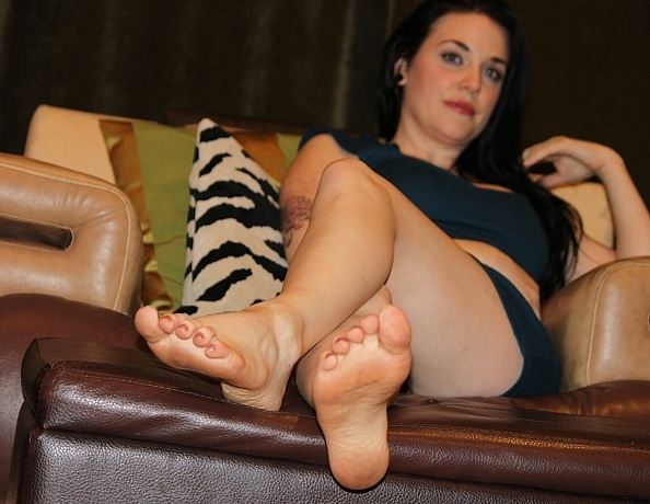 content/lilys-pov-foot-worship/1.jpg