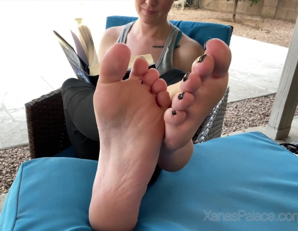 content/lucy-blonde-foot-play/1.jpg