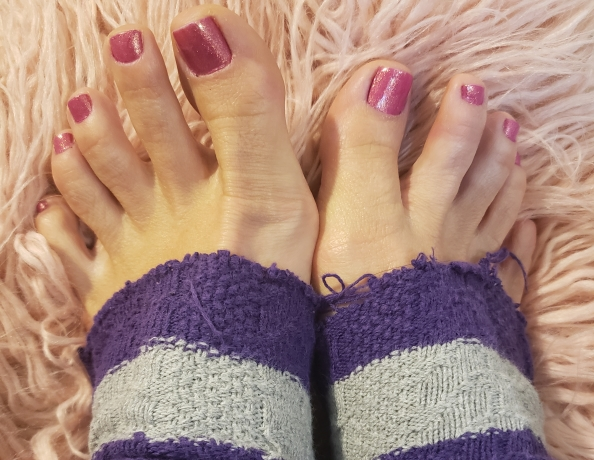 content/open-toe-socks-and-lotion/4.jpg