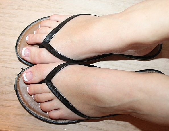content/perfect-pedicure-in-thin-strap-sandals/4.jpg