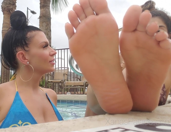 content/poolside-with-xana-and-highness/3.jpg