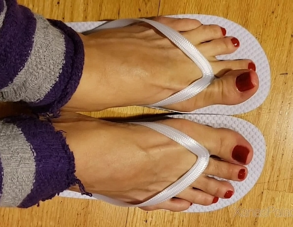 content/red-wiggling-toes/1.jpg