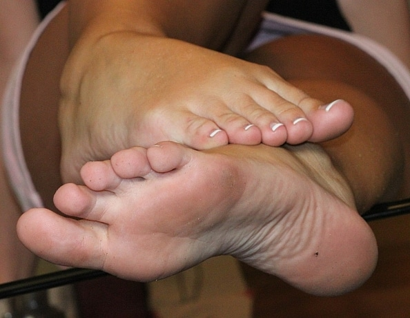 content/starrs-flip-flop-french-pedicurred-feet/2.jpg
