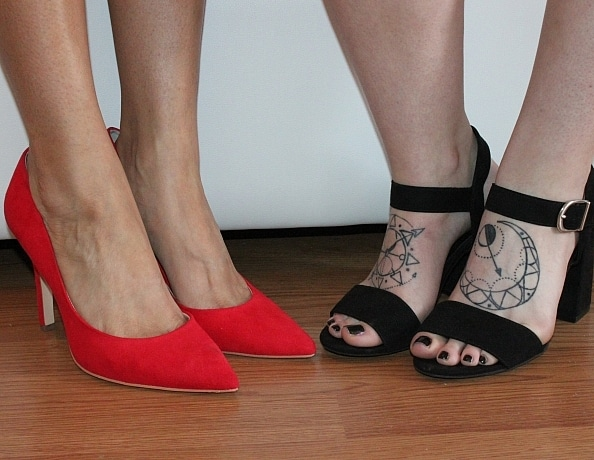 content/two-girl-foot-worship-humiliation/4.jpg